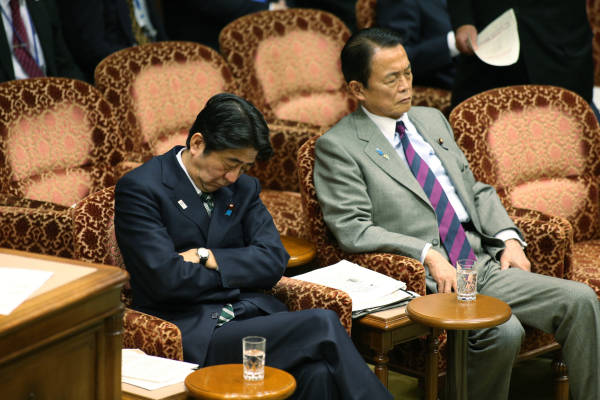 国会議員 居眠り